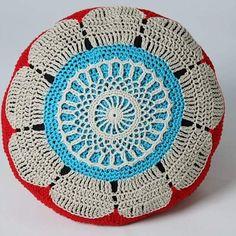 Crocheted pillow in cottonyarn. Cirkad kudde i bomullsgarn. Yarn Bombing, Crochet Pillow, Veronica, Color Inspiration, Magenta, Beach Mat, Outdoor Blanket, Designers, Joy