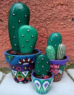 You will love to learn how to make a Painted Cactus Rock Garden and we have lots of inspiration plus a video tutorial to show you how. Pebble Painting, Pebble Art, Stone Painting, Diy Painting, Rock Painting, Painted Rock Cactus, Painted Flower Pots, Painted Pots, Painted Stones
