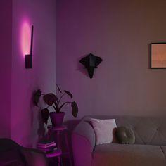 Philips Hue White & Color Ambiance Liane - Wandleuchte Schwarz | PHILIPS Hue | 4090230P7 - click-licht.de #light #licht #leuchte #interieurdesign #interieur #lampe #dekoration #dekoideen #philips #philipshue #smarthome #smartlighting #led #interior #wohnzimmer #esszimmer #schlafzimmer #kueche #flur   #innenleuchten #beleuchtung #leuchte #light
