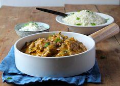 Chicken Korma - kylling korma - opskrift på krydret indisk gryderet med blomkålsris og raitadressing