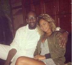 R. Kelly Singer reportedly dating 19 year old girl   Rumour has it that R. Kelly has been spending time with a teenager. Foxnews reports that the 49-year-old 'Trapped in the Closet' singer is dating 19-year-old Halle Calhoun.  play  VH1 reports the pair was spotted out in Atlanta over the weekend further fuelling dating rumours.  Halle Calhoun has also shared three photos of she and R Kelly all loved up on her Instagram page. A quick peek on her Instagram page shows the two have a 'kind of…