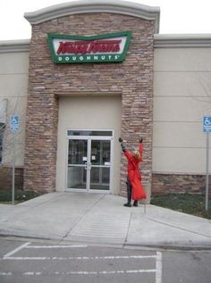This here. This is how you cosplay <--- Hahahahaha! Oh, Vash. You adorable donut-loving plant-man, you! Trigun rocks~!
