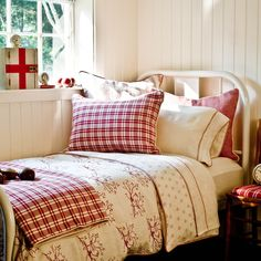 Scandinavian Bedroom Design Scandinavian style is one of the most popular styles of interior design. Although it will work in any room, especially well . White Cottage, Cozy Cottage, Cottage Style, Bedroom Red, Cozy Bedroom, Bedroom Decor, Master Bedroom, Vibeke Design, Red Bedding