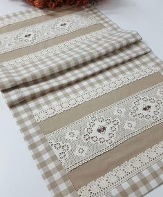 Fabric Placemats, Table Runner And Placemats, Sewing Projects, Craft Projects, Hand Lettering Tutorial, Needlepoint Stitches, Tablerunners, Soft Furnishings, Home Textile