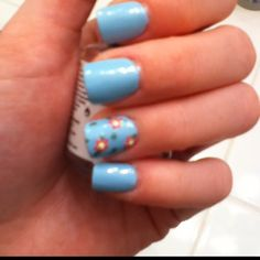 Flower accent nail:)