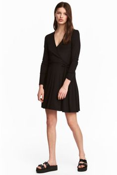 Long-sleeved V-neck dress in soft viscose jersey. Wrapover front section and a decorative tie at side. H&m Fashion, Fashion Online, V Neck Dress, Preppy, Black Women, Wrap Dress, Dresses For Work, My Style, Long Sleeve