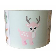 Lieve kinderlamp van Designed4kids met schattige bosdieren en een roze hert als eyecatcher, erg leuk voor de babykamer