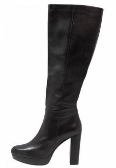 SPM. NANO - High Heel Stiefel - black. Sohle:Kunststoff. Schaftweite:34 cm bei Größe 40. Obermaterial:Leder. Schafthöhe:42 cm bei Größe 40. Verschluss:Reißverschluss. Fütterungsdicke:kalt gefüttert. Absatzform:Blockabsatz,Plateau unter ...