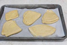 A traditional Chilean Bread Dobladas or Dobladitas, folded circles of Empanada dough. Chilean Recipes, Freshly Baked, Empanadas, Bread Baking, Tasty, Homemade, Food, Empanada Dough, Projects