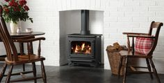 Country or city, traditional or contemporary, the innovative Gazco Marlborough Gas Stove has the flexibility to suit your lifestyle and your home decor. Log Effect Gas Fires, Log Burning Stoves, Multi Fuel Stove, Stove Fireplace, Log Burner, Gas Stove, Home Living Room, Sweet Home, Home Appliances