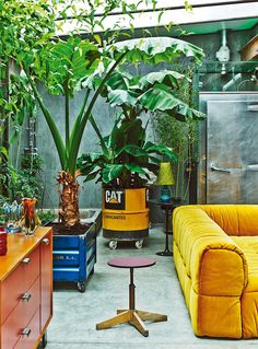 The Colorful Vintage Industrial-Style Home of Gustavo Salmerón in Madrid [ Read More at /the-colorful-vintage-industrial-style-home-of-gustavo-salmeron-in-madrid/ © Homesthetics - Inspiring ideas for your home. Design Eclético, House Design, Design Trends, Vintage Industrial, Industrial Style, Industrial Living, Industrial Design, Plantas Indoor, Interior Inspiration