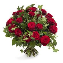 """""""Straight From The Heart"""" rose bouquet. Madrid Flowers best seller Saint Valentine love gift. Long stemmed luxury red roses wrapped with greenery and ivy. Symbolises eternal love."""