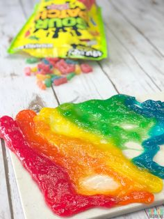Make rainbow Edible Slime from Sour Patch Kids candy! via Do you like sour candy? I have always kinda loved sour candies and sour patch kids are no exception! Today I want to show you how to make Rainbow Sour Patch Kid Edible Slime! Sour Patch Kids, Sour Patches, Homemade Slime, Diy Slime, Homemade Art, Cheap Slime, Diy Stressball, Starburst Slime, Chocolate Slime