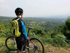 hmmmm. sekarang di timeline lagi sering banget foto uphill. kaya foto om @zulfikar.firdaus ini. hehe  #pacificbikerider #pacificbikes #sepeda #sepedagunung #mtbindonesia #mountainbike #bersepeda