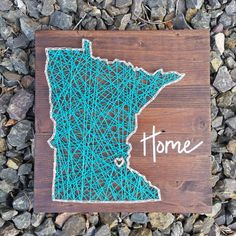 10.5 x 11 wood board with state outline. Can be customized for any state!  Includes picture hanger attached on the back  All signs and string