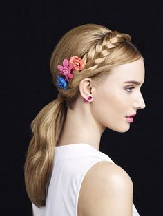 If you are in a hurry just add some flowers and braided hairband and your ready to go! #flower #flowerdecoration #braid #braided #hairdo #hairdecoration #hairproducts #hairproduct #hair #hairguide #thehairguide #fashion #glitterhaireverywhere