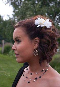 Bridesmaid short half updo hairstyles