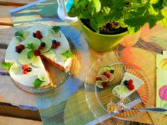 Raw Lime Tart with raspberries and mint. http://recepty.rawforum.sk/?p=273