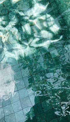Free Wallpaper: Bali - Simple + Beyond Wallpaper Bali, Iphone Wallpaper Herbst, Iphone Wallpaper Fall, Green Wallpaper, Trendy Wallpaper, Wallpaper Backgrounds, Travel Wallpaper, Jimin Wallpaper, Couple Wallpaper