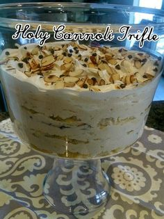 Pers~ a~Natalie: Holy Cannoli Trifle (christmas desserts trifle) Trifle Bowl Recipes, Köstliche Desserts, Delicious Desserts, Dessert Recipes, Italian Desserts, Chef Recipes, Plated Desserts, Pudding Desserts, Dessert Oreo