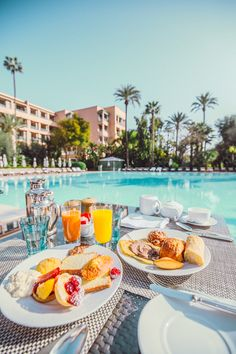 Marrakech La Mamounia breakfast by the pool!