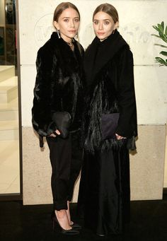 Twinsies: Mary-Kate and Ashley Olsen stayed warm and similar in luxurious furry black coat. Mary Kate Ashley, Mary Kate Olsen, Elizabeth Olsen, Ashley Olsen Style, Olsen Twins Style, Olsen Fashion, Black Fur Coat, Black Coats, Olsen Sister