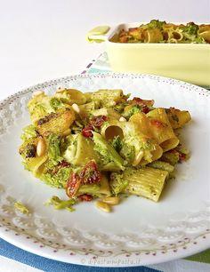Timballo di rigatoni con broccoli siciliani e pomodori secchi.
