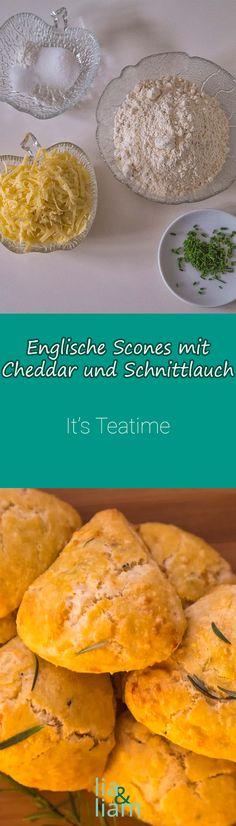 Englische Scones mit Cheddar und Schnittlauch Rezept - It's Teatime  Diese fluffigen Scones mit rezentem Käse haben einen starken Eigengeschmack, der nicht weiter ergänzt werden muss. Diese Scones mit Cheddar und Schnittlauch schmecken am besten, wenn sie frisch aus dem Backofen kommen und noch leicht warm sind.