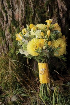 rustic  yellow wedding flower bouquet, bridal bouquet, wedding flowers, add pic source on comment and we will update it. www.myfloweraffair.com can create this beautiful wedding flower look.