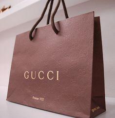 papaer bag Design Print Graphic Fashion 紙袋 デザイン 印刷 グラフィクデザイン ファッション Luxury Packaging, Bag Packaging, Packaging Design, Gucci, Shoping Bag, Shopping Bag Design, Paper Bag Design, Decoration Chic, Clothing Packaging