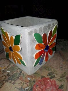 Mosaic Flower Pots, Mosaic Pots, Painted Flower Pots, Mosaic Garden, Garden Art, Mosaic Furniture, Clay Pot People, Garden Stepping Stones, Stained Glass Crafts