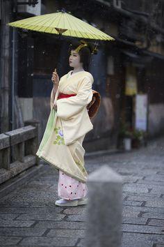 祇園東、芸妓 つね桃さん