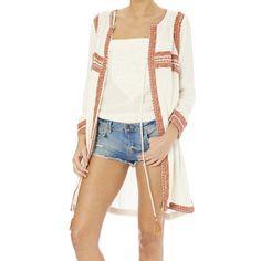 Veste longue en coton pour l'été ultra tendance de la marque Star Mela. Découvrez un large choix de sacs cabas en coton et pochettes en jute colorées avec des pompons chez by Johanne