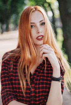 Gorgeous Redhead, Beautiful Freckles, I Love Redheads, Ginger Girls, Natural Redhead, Redhead Girl, Strawberry Blonde, Shades Of Red, Auburn Hair