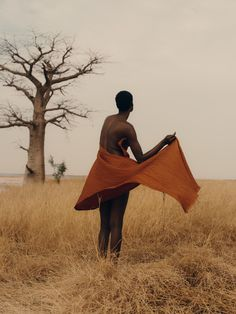 Marseille-based photographer Charlotte Lapalus visited the landscapes of Senegal to delve into an enthralling editorial that unpacks the trauma of female genital mutilation with unparalleled. Book Photography, Editorial Photography, Amazing Photography, Conceptual Photography, Photos Voyages, French Photographers, We Are The World, Second World, Art Model