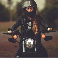 Being a woman in what is considered a man's world can be incredibly intimidating. Not only are you battling your own confidence, but also the desire to show that you're not weak. We hope that by helping women connect over a passion of riding, we can lower the intimidation and build the confidence. Ladies make sure you stay fierce, strong, and remember that there's nothing we can't do❤️ : @yeezak . #IronLilies #WomenEmpoweringWomen #LiveYourLe