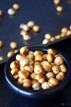 Roasted Chickpeas - A simple and healthy snack to munch on during the day. Perfectly crispy and tastes wonderful.