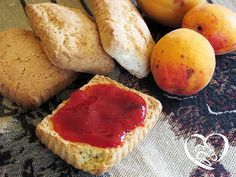 Marmellata ciliegie albicocche http://www.cuocaperpassione.it/ricetta/85201f4c-9f72-6375-b10c-ff0000780917/Marmellata_di_ciliegie_e_albicocche