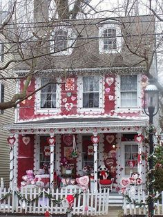Adorable house gone all-out in decorating for Valentine's Day. #Valentine