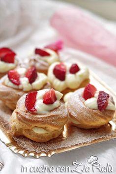 Zeppole con crema e fragole - In cucina con Zia Ralù Zia, French Toast, Cheesecake, Breakfast, Desserts, Recipes, Food, Cream, Morning Coffee