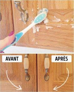 nettoyez les porte de placards avec du bicarbonate et de l'huile pour faire une pâte. Utilisez une brosse à dents pour frotter les portes.