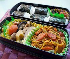昨夜の煮物を詰めて、でも焼き魚や酢物に和え物、、今朝は具だく味噌汁(納豆とか) 和食だったので口がちょっとケチャで麺を しかし、ナポリタンも日本....  ケチャップライスの如くご飯と食べます! - 187件のもぐもぐ - 弁25!ナポリタンと呼べば日本食ということで和弁当♪ by HKhuuuka