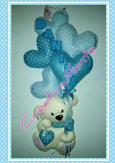 Fiocco nascita orsetto con cuoricini. Realizzato interamente a mano in pannolenci. #cuoricini #pannolenci  #orsetto