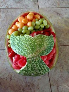 Mermaid watermelon fruit bowl Baby Shower Watermelon, Watermelon Ideas, Baby Shower Fruit, Watermelon Appetizer, Watermelon Fruit Salad, Watermelon Centerpiece, Watermelon Basket, Watermelon Cupcakes, Watermelon Designs