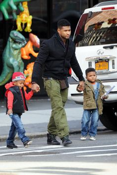 Usher and His 2 Sons | Usher and his sons shopped at the Balloon Saloon store in Manhattan