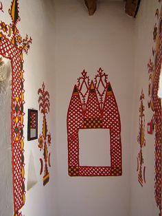 Habitat en el Oasis de Ghadames Libia 26, via Flickr. Ancient Architecture, Art And Architecture, Architecture Details, Mural Painting, House Painting, Painted Houses, Home Altar, Ethnic Decor, Cob Houses