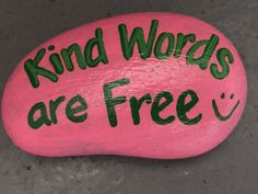 Kind words are free. Hand painted rock by Caroline. The Kindness Rocks Project Pebble Painting, Pebble Art, Stone Painting, Diy Painting, Painted Rocks Craft, Hand Painted Rocks, Painted Pebbles, Painted Stones, Rock Painting Ideas Easy