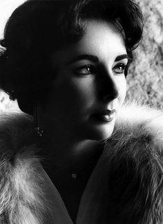 Elizabeth Taylor photographed by Willi Schneider, 1958.