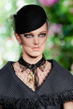 Christian Dior Fall 2019 Couture Fashion Show Details: See detail photos for Christian Dior Fall 2019 Couture collection. Look 87 Couture Fashion, Fashion Show, Couture Collection, Street Style Women, Christian Dior, Vogue, Jewelry Accessories, Fall, Womens Fashion