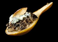 Pear w/Mushroom Bleu & Almonds. Pear amuse bouche with mushroom duxelles bleu cheese and toasted almonds Vegetarian Appetizers, Yummy Appetizers, Appetizer Recipes, Elegant Appetizers, Party Recipes, Amuse Bouche Ideas, Tapas, Australian Food, Appetisers